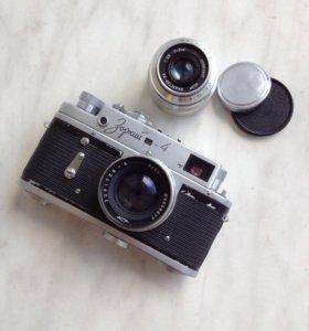 """Фотоаппарат """"Зоркий"""" с двумя объективами"""