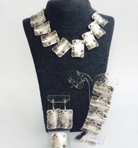 Набор:колье,браслет, серьги,кольцо