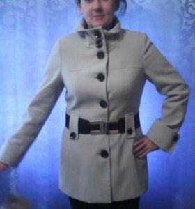 Пальто каше мировое весеннее в хорошем состоянии.