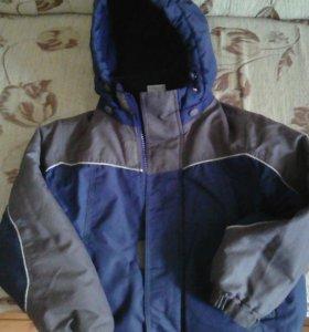 Курточка демисезонная на 4-5 лет