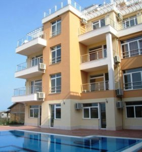 Квартира с собственным бассейном возле дома в Сочи