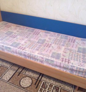 Кровать односпальная(вместе с матрасом)