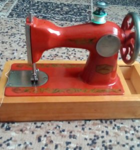 Продам маленькую рабочую швейную машинку