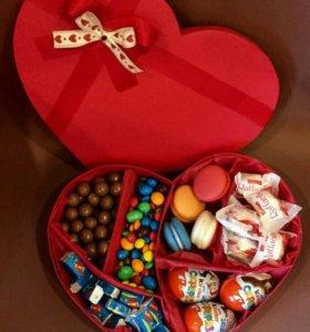 Подарки в коробочках, сладости