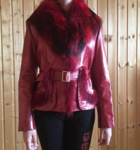 Кожаная куртка с лисьим мехом.