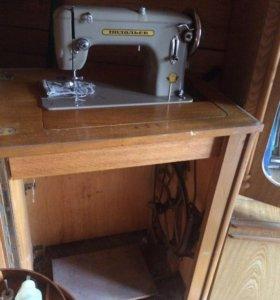 Швейная машина с ножным управлением