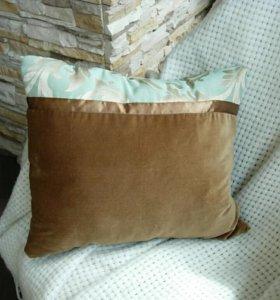 Декоративная подушка на диван или кровать