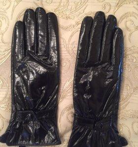 Лакированные кожаные перчатки