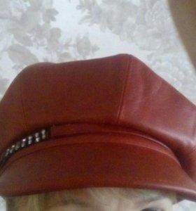 Женская кожаная кепка со стразами