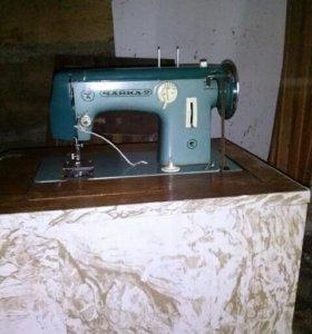 Ножная швейная машина.