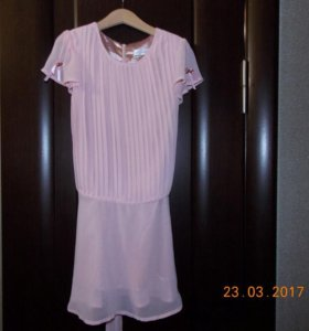 Нарядное платье на 8-10 лет