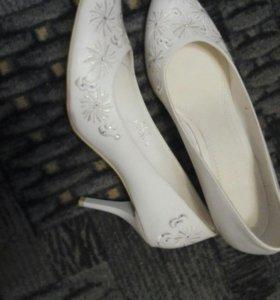 Продам туфли свадебные, обмен не предлагать.