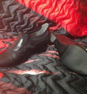 Новые кожаные ботильоны ботинки