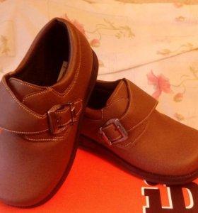 Туфли новые на мальчика.Р--р31.
