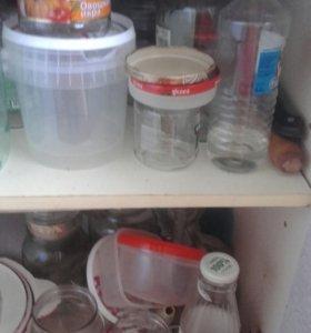 Отдам банки и пластиковую посуду от продуктов.