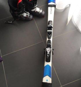 Горные лыжи в комплекте с ботинками и фиксаторами
