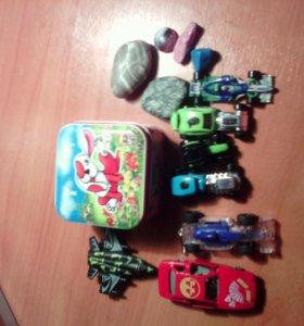 Игрушки и коробочка
