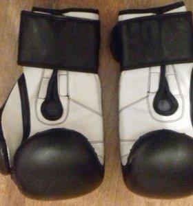 Обменяю боксерские перчатки на борцовки