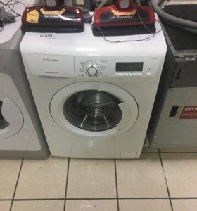 Узкая стиральная машинка Электролюкс