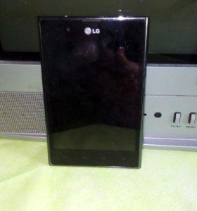 Телефон LG Е612
