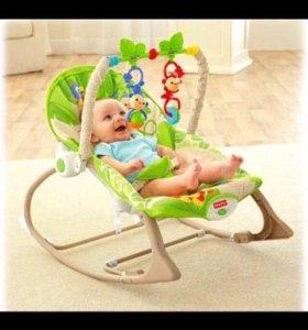 Шезлонг и мобиль для малыша