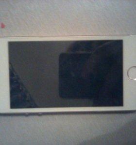 продаю айфон 5s вместе с 4 чехламм и бампером.