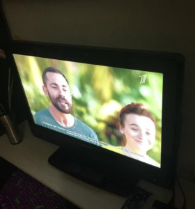 Красочный ЖК телевизор Philips 66 см