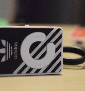 MP3 плеер Adidas на прищепке для microSD флешек