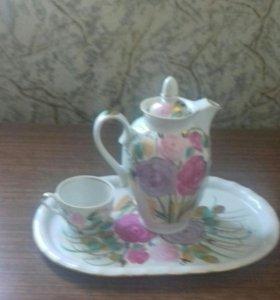 Поднос с узором чайник и чашка с блюдцем