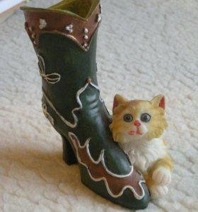 Статуэтка-подставка сапог и котенок