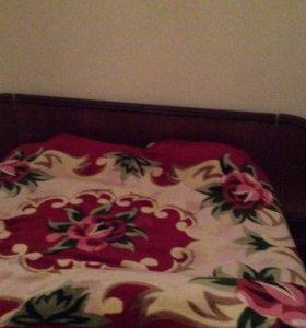 Кровать с тумбочками ,уступлю