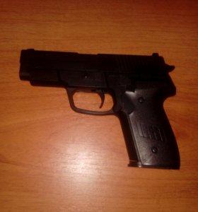 Игрушка пистолет на пульках