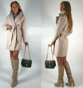 48и50 новое молочное пальто с английским воротнико