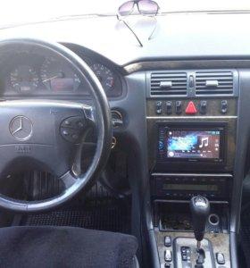 Мерседес E210.