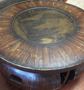 Стол и четыре пуфика