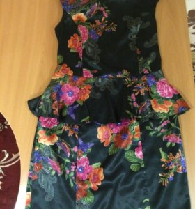 Платье с баской