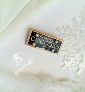 Прямоугольная брошь в стиле Chanel