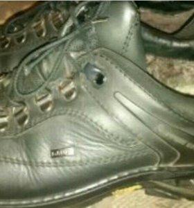 Ботинки кроссовки зима 43р.