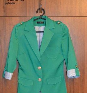 Продаю два платья и пиджак