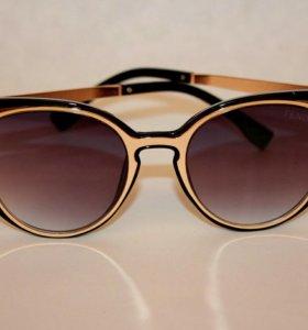 Модные очки фенди