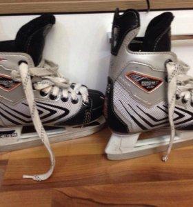 Детские хоккейные коньки р-р 28
