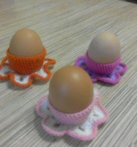 Вязаная подставка для пасхальных яиц.