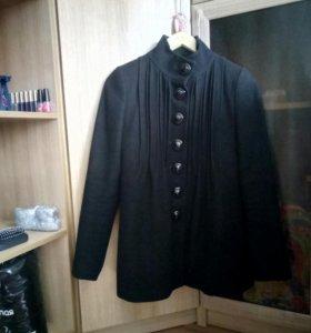 Пальто демисезонное размер-42