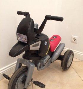 Детский трехколёсный  велосипед bmw
