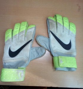 Перчатки для вратаря