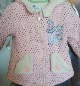 Продам шикарную курточку на девочку(сзади рисунок)