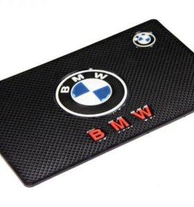 Коврик на панель BMW