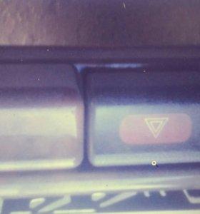 Кнопка включения аварийки и обогрева стекла санни