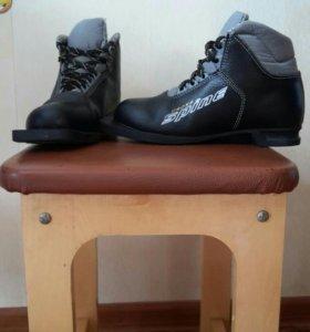 Кожаные лыжные ботинки 36 размера