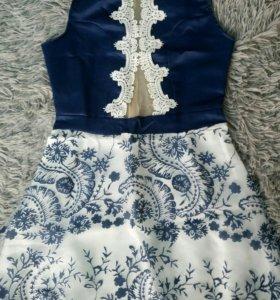 Платье с прозрачной спиной.